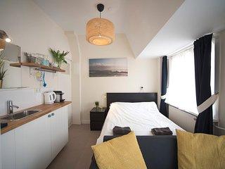 Villa Zuid  2 - Private room near the beach