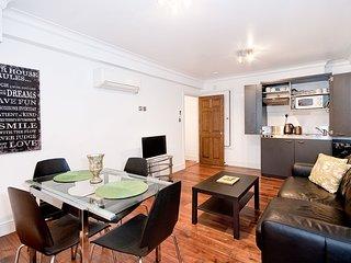 Apartment 5, 48 Bishopsgate - 5BG Top Floor 1 bed with kitchenette balcony wifi