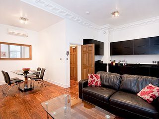 Apartment 2, 48 Bishopsgate - 2BG Superb 1 bed & sofa bed aircon 2nd fl lift