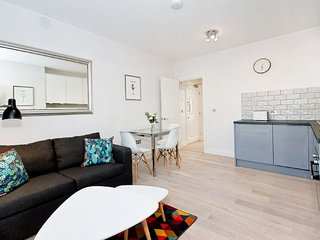 F6 Greek Street - F6G Soho 1 Bed with Sofa bed and Wifi
