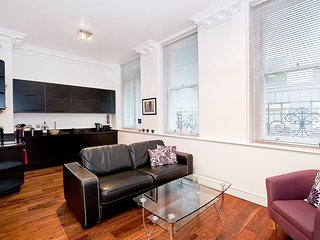 Apartment 1, 48 Bishopsgate - 1BG Superb 1 bed with air con and sofa bed