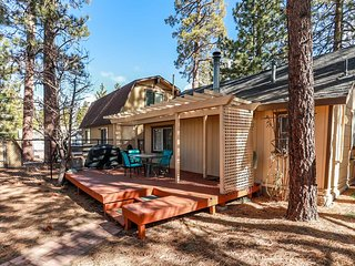 Pines 23 Adorable 1BR Walk To Lake Cottage / Essentials Included