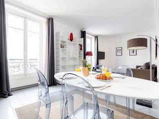 1026.COSY 1BR FLAT WITH EIFFEL TOWER VIEW IN THE CHIC 7TH ARRONDISSEMENT