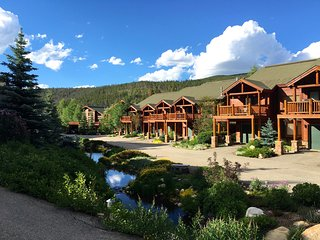 Slopeside Luxury Lookout Lodge #200