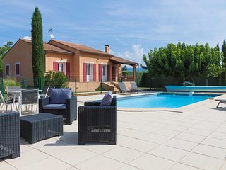 Holiday villa near Apt, Luberon, private swimming pool and pool house