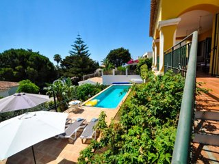 Casa Amarilla Blanca =oasis of sillence surrounded by tropical garden 4X10 pool