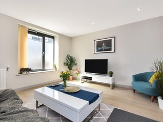 Esquire Two Bed Maisonette Apartment, Ealing