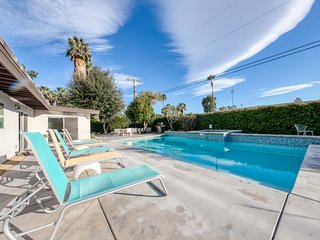 Gorgeous home w/ a private pool, spa, mountain views - close to downtown!