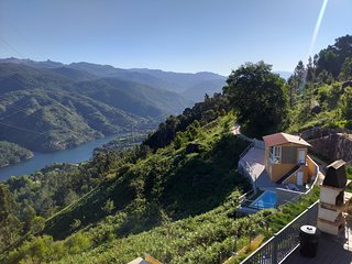 Pool with Exceptional Views in Gerês