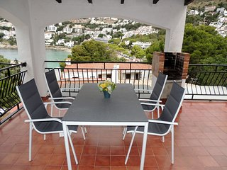 Apartamento alquiler con vistas al mar en Roses-Canyelles Petites-Diaz Pacheco