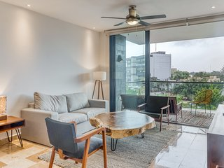 Naturally minimalist apartment w/ free wifi, full kitchen, and shared pool!