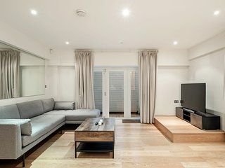 Modern & Spacious Two-Bed Apartment in Bayswater