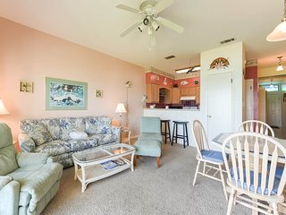 Airy, gulf-front condo with stunning views, shared pool & beach access!