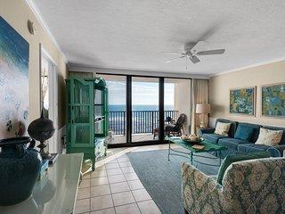 Delightful condo w/ gulf views, shared tennis courts & beach access!