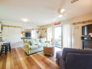 Cute ground floor condo w/ shared pool, access to shuffleboard and tennis!
