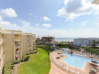 Gulf view condo in a beachfront complex w/ shared pool & hot tub!