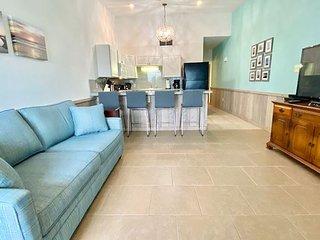 SM123: Full Kitchen, Shared Pool, Boardwalk, Golf Cart Accessible, Balcony