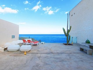 NextDoor Oasis: frente al mar, terraza, piscina natural