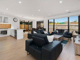 Two adjacent Luxury Townhouse Netflix 8 bedroom