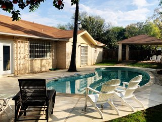 Perfect Family House just two blocks away from Mall del Norte!