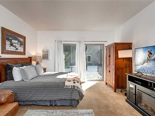Downtown Park City! 3min to Main & SKI, Shuttle, Hot Tub, Parking, 24hr Check-in