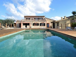 CAN FUSTERET- Big house in Inca (Mallorca) for 12 people. Private pool. Barbecue