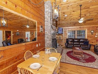 Bikers Welcome  -Hottub-WiFi*Smoky Mtn Paradise in Townsend *FREE TICKETS