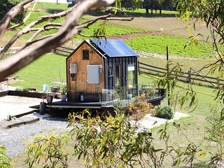 Compass Hut - 100% Eco Tiny House Accommodation