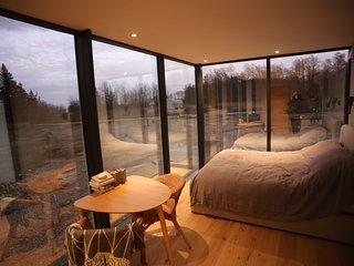 Seaside getaway in Ööd mirror house
