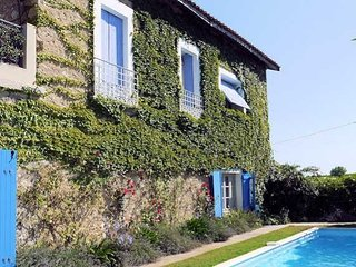 Maison Paradis - Large Country Home with Pool, Sleep 10