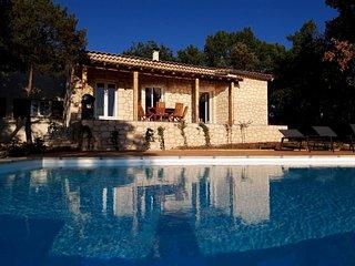 Mas avec piscine a debordement 10 x 4 m. Vue exceptionnelle sur les Cevennes