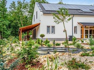 Stunning home in Városlöd w/ WiFi and 7 Bedrooms (UBN962)