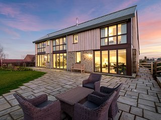 Sleeps 10, 5*Gold, M1,Luxury, High Quality House in beautiful Herefordshire