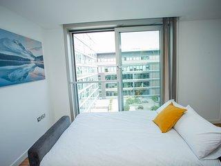 Chelsea Suites Central Milton Keynes - Sleeps 4