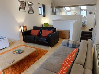Excellent mews townhouse near art school with parking