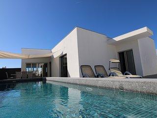 Cerro das Mos Contemporary Villa (DD144)