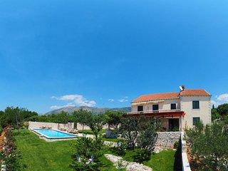 Villa Antonija - Four-Bedroom Villa with Terrace and Private Pool