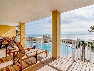 Contemporary Gulf front condo w/ furnished balcony plus shared pools & hot tub