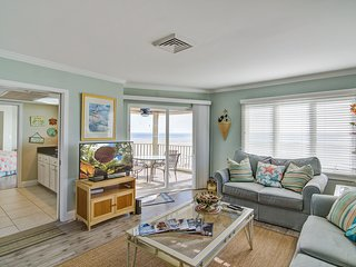 Oceanfront top floor villa with spectacular ocean views - prime location!