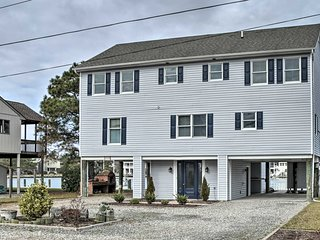 NEW! Waterfront House w/ Deck - 1/2 Mi to Beach!