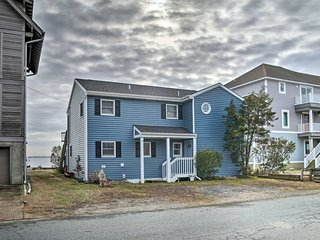 NEW! Cozy Bethany Beach House w/ Deck & Bay Views!