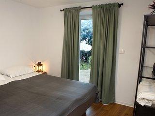 Cape Town One-Bedroom Apartment Izola ALM1
