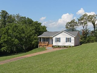 Parker Hill Cottage I Monthly Furnished Rental I Views I Pet friendly!