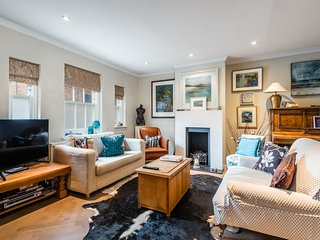 Charming Chiswick Home near Ravenscourt Park by UnderTheDoormat
