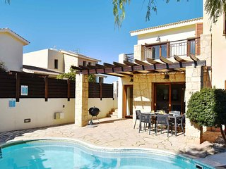 Villa Latsia (HG36), lovely villa with private kidney pool and roof terrace