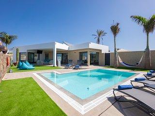 Villa Sea Breeze Lapa ~ Lujosa y moderna villa con piscina privada climatizada
