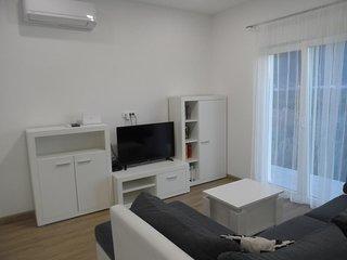 Podgradina Apartment Sleeps 4 with Air Con - 5829022