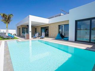 Villa Sea Breeze Claca ~Lujosa y moderna villa con piscina climatizada y jacuzzi
