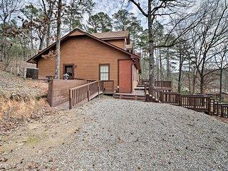 Luxury Hot Springs Cabin w/Deck Near Lake Hamilton