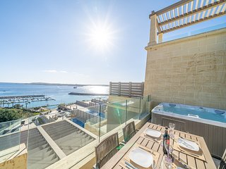Luxurious Modern Apartment with Jaccuzzi overlooking the Mgarr Harbour, Gozo